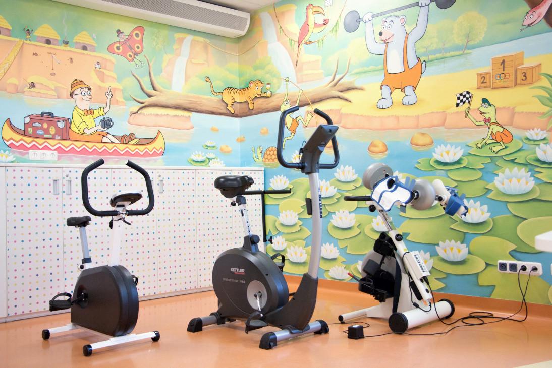 Trenažery dětská rehabilitace (foto FN Motol pro web SRFM)